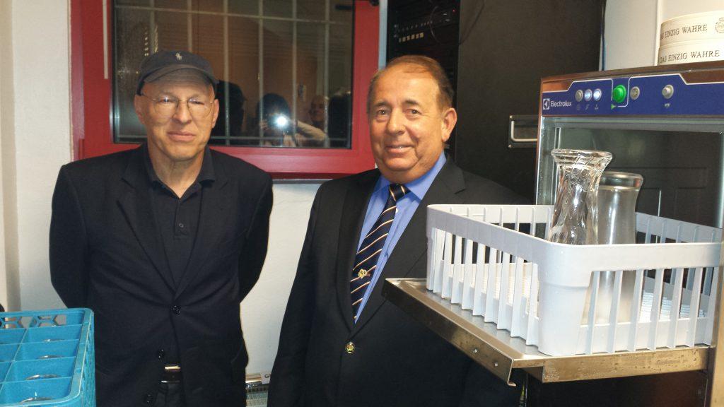 Dr. Harald Ebner und der 1. Vorsitzende beim Probelauf des Profispülers